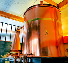 Distillerie Straw Bale P1190335_Big_WM (Twilight'Zone) Tags: distillerie strawbale vacquiers