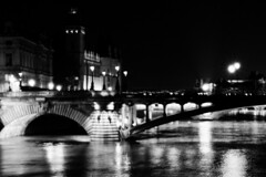 Shimmering light builds the night (cesar-cdr) Tags: shimmering blur blurred shimering bridge pont brücke paris parisbynight parislanuit parisdenuit nightview night nightwalk tower tour river water wasser eau fleuve rivière fluss laseine seine ilford ilfordfilm filmisnotdead