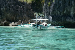 El Nido DSC05024 (ercallimages) Tags: philippines islands beach boat blue water sunshine paradise utopia waves sunset scenery holiday vacation bay elnido
