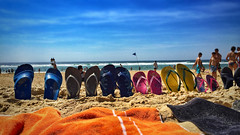 Sentiments d'être en vacances. (jeromedelaunay) Tags: familystyle travelblogger europe aquitaine france landes biscarosse travel vacances holiday vacation beachlife tong soleil sun sky mar ocean sea plage beach