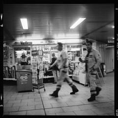 Stadt (tiltdesign2016) Tags: analogphotography bw ilfordfp4200 adonalrodinal150 plustekopticfilm7600ise yashicamat124g köln push canoncanoscan9000f mittelformat ubahn stadt street strase