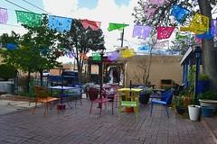 Fiesta mexicana (Solista*) Tags: albuquerque newmexico mexico new nowymeksyk meksyk nowy chair krzesło kolor kolorowe colourful colour light southwest usa trip travel fiesta journey table stół ogród garden