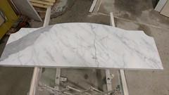 Mensola sagomata in marmo bianco carrara