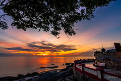 Sunrise at Hua Hin, Thailand (aotaro) Tags: morning beach ocean fe1635mmf4zaoss sunrise birds morningglow sony huahin thailand ilce7m2 sea