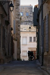 c'è posta per te (fotomie2009) Tags: francia arles france provence provenza road street moto motorcycle lamp lampione ruelle vicolo