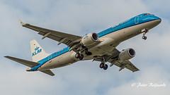 PH-EXD   Embraer ERJ-190 - KLM Cityhopper (Peter Beljaards) Tags: eham schiphol approach plane jetliner aircraft nikond5500 nikon70300mmf4556 aviationphotography inbound embraererj190 embraer klmcityhopper final landing ams 2xcf34 msn19000661 netherlands kl klc generalelectric generalelectriccf34 phexd