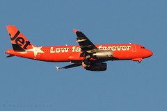 VH-VGF (Maurice Grout) Tags: wellington newzealand aircraft jetstar airbusa320 vhvgf northisland red