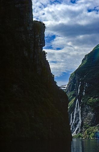 """Norwegen 1998 (325) De syv søstrene, Geirangerfjord • <a style=""""font-size:0.8em;"""" href=""""http://www.flickr.com/photos/69570948@N04/40781552303/"""" target=""""_blank"""">View on Flickr</a>"""