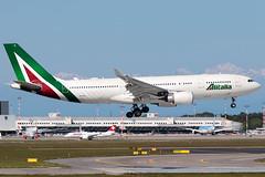 Alitalia Airbus A330-200 EI-EJG | Milano - Malpensa (MXP-LIMC) | 1st May 2019 (Brando Magnani) Tags: landing airplane aircraft aviation malpensa airbusa330 airbus alitalia