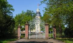 Das Tor zum Garten (KaAuenwasser) Tags: tor schlossgarten garten schlosskarlsruhe turm schloss park baum bäume mai