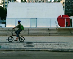 chego já (lucia yunes) Tags: bicicleta cycle bike streetshot streetscene streetphotography streetphoto lifeinstreet streetlife mobilephotography mobilephoto lifestyle motoz3play luciayunes cenaderua fotografiaurbana fotoderua fotourbana urbanscene