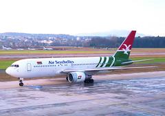 Air Seychelles Boeing 767-200; S7-AAS@ZRH;03.02.1996 (Aero Icarus) Tags: zrh zürichkloten zurichairport zürichflughafen lszh plane avion aircraft flugzeug negativescan airseychelles boeing767200 s7aas