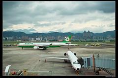 SDIM2628 (dr2057) Tags: 松山機場 長榮航空 遠東航空 a330300 a333 臘腸狗 md82