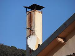 Arles de Tec (visol) Tags: xemeneies xememeie xemeneie tximinia chimneys cheminées camino chamine chimeneas tejados teulades tejas tejado teulas barbacana