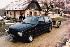 Fiat Uno MkI 70SL Kostajnica Croatie 1998a (mugicalin) Tags: croatie croatia hrvatska kroatien croazia хрватска хорватия хърватия croacia horvátország κροατία kroatië fiat fiatcar fiatclassic fiatuno fiatuno70sl uno blackcar voiturenoire années90 1998 1666 pw 94 kostajnica youngtimer