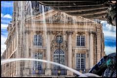 ça coule de source ! (Fotomaniak 53) Tags: coule source fontaine bordeaux bâtiment architecture bleu roche pierre gironde placedelabourse fotomaniak53 canon 550d