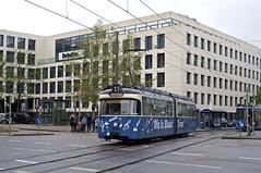 P-Solo 2005 überquert am Dienstag als 'Notentram' den Rosenheimer Platz (Bild: Andy Paula) (Frederik Buchleitner) Tags: 2005 langenacht langenachtdermusik linie15 munich münchen oisisblues oisisbluestram psolo pwagen strasenbahn streetcar tram trambahn