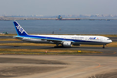 ANA Boeing 777-381 JA754A (Mark Harris photography) Tags: spotting plane boeing 777 ana canon hnd japan