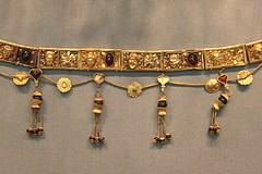 . (just.Luc) Tags: gold or goud jewellery bijouterie museum museo musée museet museu altesmuseum berlin berlijn allemagne deutschland duitsland germany
