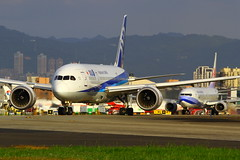 """""""Catch  me if you can""""... (全日空.787-8 JA835A) (Manuel Negrerie) Tags:"""