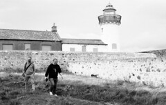 Irlanda - 07 (bumbazzo) Tags: galway irlanda ireland natura nature vacation vacanza vacanze vacations uomo uomini man men amici friends group gruppi bn bianco nero bianconero bw black white blackwhite analog analogico film pellicola kodak tmax tmax100