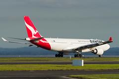 Qantas Airbus A330 (Daniel Talbot) Tags: a332 akl airbus airbusa330200 auckland aucklandairport aucklandregion nzaa newzealand northisland qantas teikaamāui vhebk aircraft airplane airplanes airport autumn aviation maker oceania plane season seasons transportation