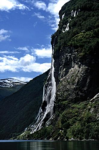 """Norwegen 1998 (331) De syv søstrene, Geirangerfjord • <a style=""""font-size:0.8em;"""" href=""""http://www.flickr.com/photos/69570948@N04/40807328053/"""" target=""""_blank"""">View on Flickr</a>"""