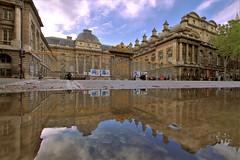Palais de Justice - Paris (hervétherry) Tags: france iledefrance paris 75001 canon eos 7d efs 1022 palais justice boulevard reflet reflection reflexion conciergerie architecture grille dorure