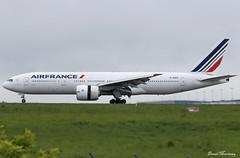 Air France 777-200(ER) F-GSPX (birrlad) Tags: paris cdg international airport france aircraft aviation airplane airplanes airline airliner airlines airways arrival arriving finals landing landed runway airfrance boeing b777 b772 777200er 777228er fgspx af117 cloud weather