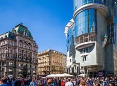 Busy Vienna (TablinumCarlson) Tags: danube donau europa europe eu österreich austria leica summicron wien vienna architektur architecture city fussgängerzone 28mm kontrast contrast leicam m240 m haashaus haas haus house haashouse stephansplatz