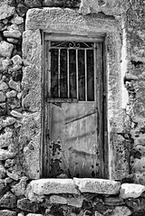 The door b&w (Rob McC) Tags: patina rust decay urbandecay door doorway masonry stoneworkbw blackandwhite monochrome