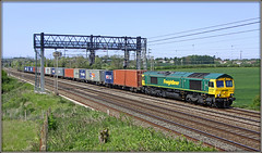 66588, Ashton (Jason 87030) Tags: 66588 freightliner wine train container crick dirft daventty ts lineside northants location northamptonshire loop northampton wcml cargo shed fred green yellow 2009 loco engine tren sunny light canon tracks rails