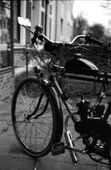 Vélo City (Alexander ✈︎ Bulmahn) Tags: vintage moped mofa velociped motorrad bremen agfa apx 100 510 pyro canon eos 500n ef 50mm f18 xelriade