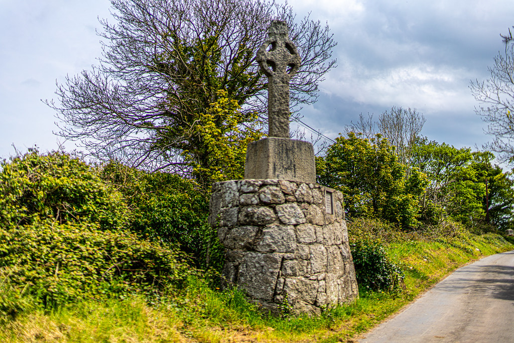 AN OLD CELTIC HIGH CROSS NEAR TULLY CHURCH [LEHAUNSTOWN LANE NEAR THE LUAS TRAM STOP]-152313