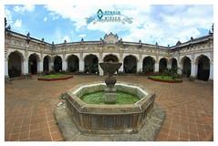 Museo Arte Colonial (tuantigua) Tags: arcos arte agua arquitectura laantigua fuente foto fotografía museo guatemala barroco santiagodeloscaballeros