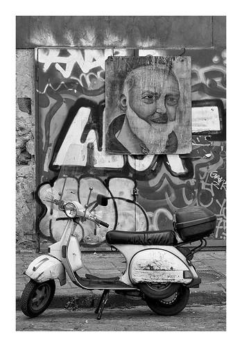 Naples : Vespa, grafs et vénération