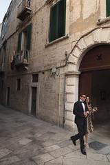 P1000667 (sara_babusci) Tags: trani puglia italy italia couple coppia sud south alley vicolo camminare camminata walking summer sarababusci estate pietrabianca whitestone