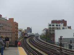 201905006 New York City subway station '30th Avenue Station' (taigatrommelchen) Tags: 20190518 usa ny newyork newyorkcity nyc queens icon urban city building railway railroad mass transit subway elevated station train mta r160a