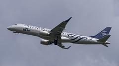 PH-EZX Embraer ERJ-190STD (SkyTeam Livery) (Disktoaster) Tags: eham ams schiphol airport flugzeug aircraft palnespotting aviation plane spotting spotter airplane pentaxk1