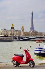 419 Paris en Mars 2019 - Port de la Concorde, Pont Alexandre III, Tour Eiffel (paspog) Tags: paris france mars march märz 2019 seine pont bridge brücke pontalexandreiii vespa scooter toureiffel piaggio