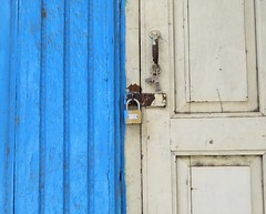 dungarpur (gerben more) Tags: dungarpur rajasthan india lock doorway