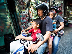 Bangkok Yaowarat Chinatown-3270195 (Neil.Simmons) Tags: bangkok thailand streetphotography candid yaowarat chinatown china town family motorbike moped scooter