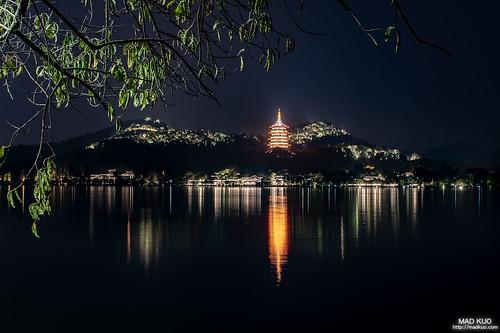 雷峰塔夜景