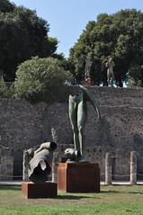 Igor Mitoraj (1944-2014) , quadriportique puis caserne des gladiateurs, Pompéi, Campanie, Italie. (byb64 (en voyage jusqu'au 30)) Tags: naples neapel napoli nápoles campanie kampanien campania cittàmetropolitanadinapoli italie italy italia italien europe europa eu ue unesco unescoworldheritagesite patrimoinemondial pompéi pompei ruines ruinas ruins gladiateurs caserne caserna pompeii quadriportique porticuspostscænam igormitoraj sculpteur sculpture escultura statua estatua bronze bronzo pompeji pompeya pompeiantica помпеи кампания италия неаполь игорьмиторай
