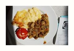 Mit ohne Fleisch für Karin - Vegetarisch: In Kräuterbutter gebratene Champignons mit Grilltomate und Kartoffelgratin (eagle1effi) Tags: möbel braun jettenburg bei reutlingen speisen essen 590€ food