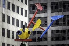 Personage of Birds No. 1 (Mabry Campbell) Tags: chasetower harriscounty harrisounty hines houston impei joanmiró personageofbirds texas usa unitedstatesofamerica architecture art artwork building design downtown image photo sculpture f32 mabrycampbell march 2018 march22018 20180302downtowncampbellh6a2019 200mm ¹⁄₆₄₀sec 100 ef200mmf28liiusm