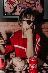 IMG_9598 (Alessandrokelvin) Tags: photoshoot ensaio food cocacola coca eyes model red canon canon6d portrait lanche light sensual oculos cellphone