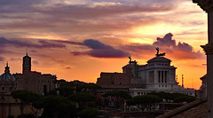 photo - Roman Sunset 2 (Jassy-50) Tags: photo rome italy sunset panorama capitolinehill santilucaemartinachurch palazzosenatorio altarofthefatherland hotelforum hotel theamericanbar americanbar bar hotelbar openair alfresco rooftopbar