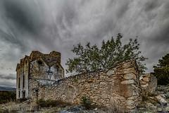 LA CASA DELS ULLS (juan carlos luna monfort) Tags: edificiohistorico ruinas cielotormentoso piedra roca hdr arbol lasenia nikond810 irix15 calma paz tranquilidad