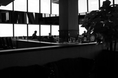Serene dining (streetravioli) Tags: street photography chicago john hancock center the signature room 95th restaurant quiet 875 n michigan avenue north